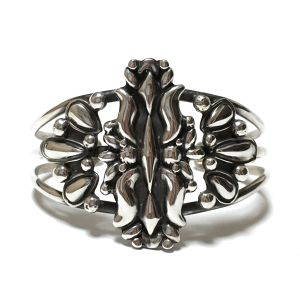 ''50% off セール'' Navajo Sterling Silver Detailed Bangle by Lorenzo James
