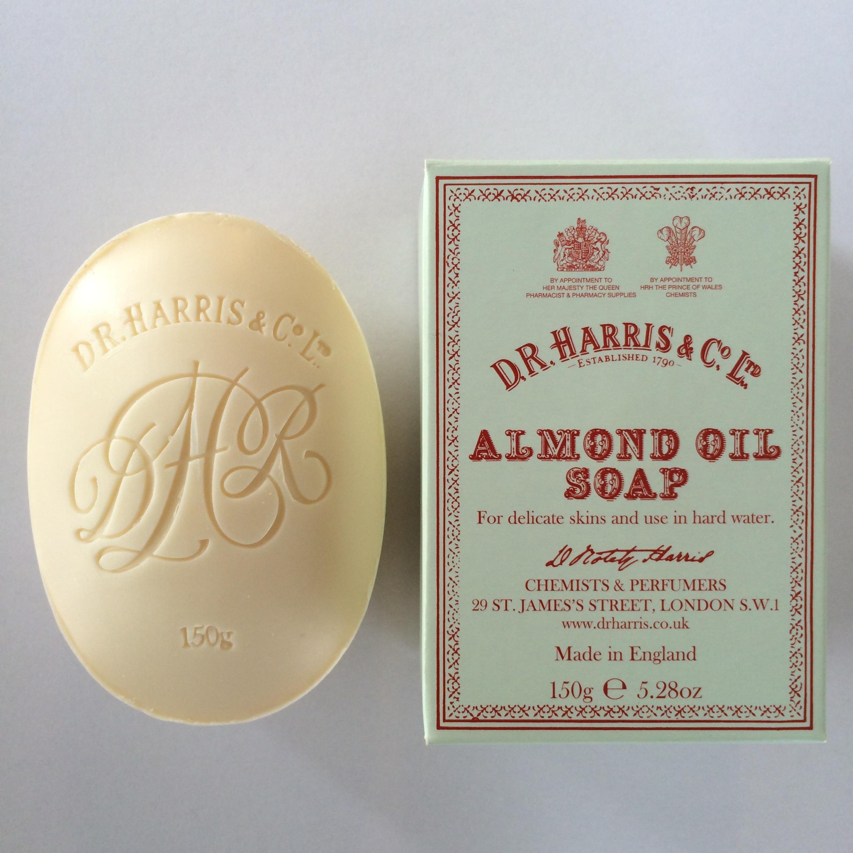 英国王室から愛され続ける香り D.R.HARRIS/アーモンドオイルソープ