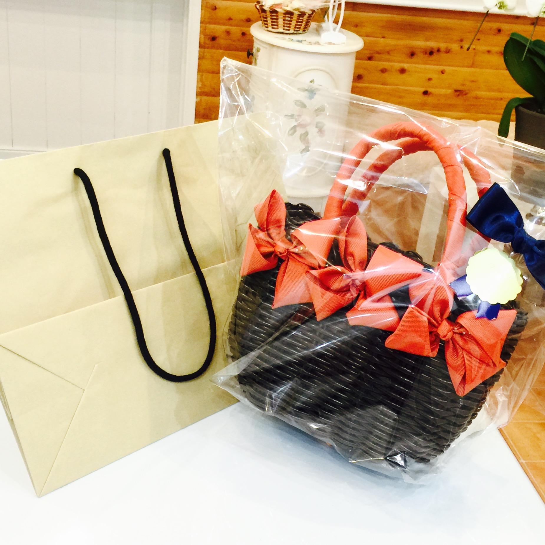 プレゼント用の紙袋をお送りするサービスを始めました!