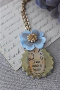 香水瓶のネックレス