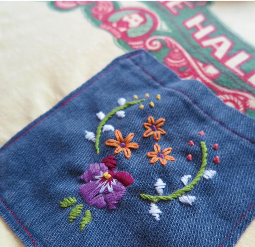 パンジー刺繍を施したデニムポケットをHanesTシャツにプラスして♪