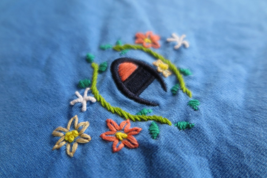 champion古着リメイク♪お花手刺繍フリルフレンチスリーブTシャツ。