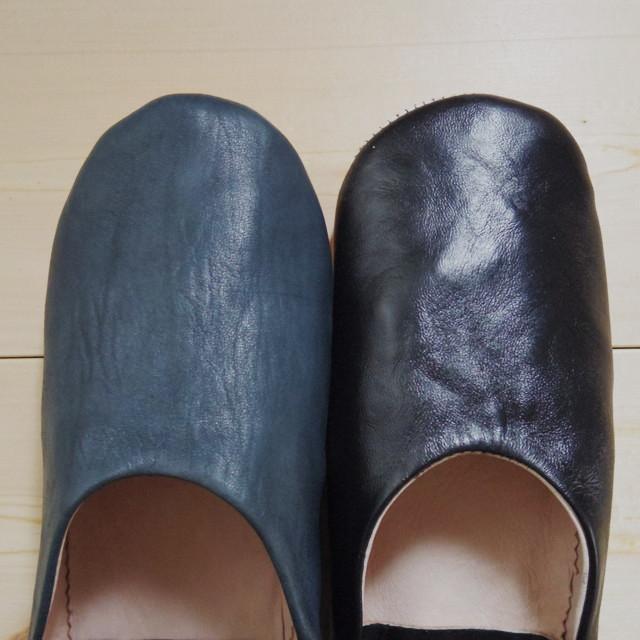新作バブーシュの「紺」と「黒」の色のちがい
