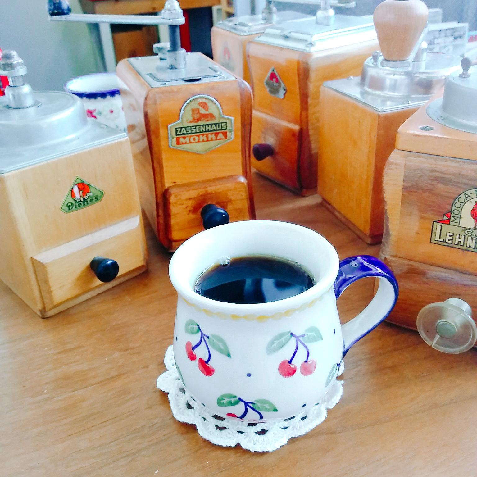 ドイツのアンティーク コーヒーミル