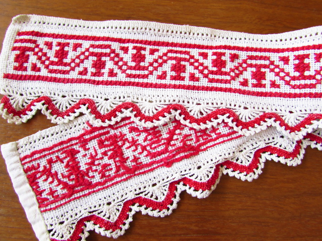 ドイツのVintage★赤色クロスステッチ刺繍の手編みレース