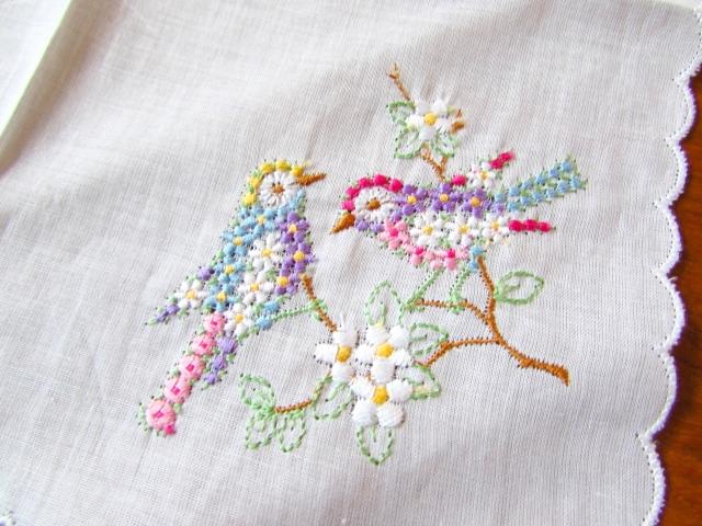 お花の刺繍で小鳥の刺繍に♪ドイツのアンティーク・ハンカチ