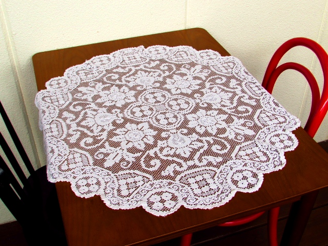 フランスの時代を感じる手編みのフィレレース・テーブルクロス