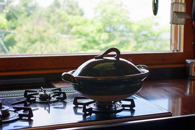 手仕事人のキッチン道具が料理をおいしくする!伊賀焼・土楽窯の土鍋「ORIBEさん」