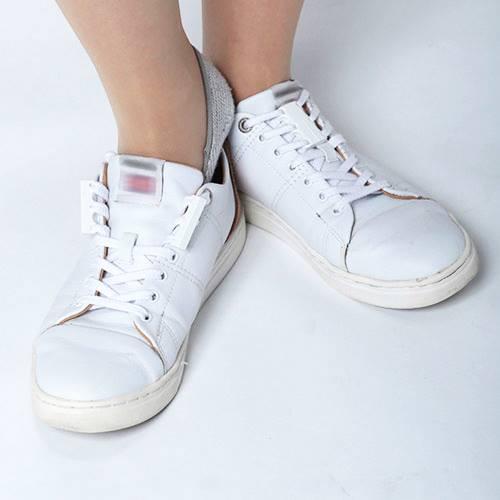 磁石の力で靴を脱ぎ履き!!