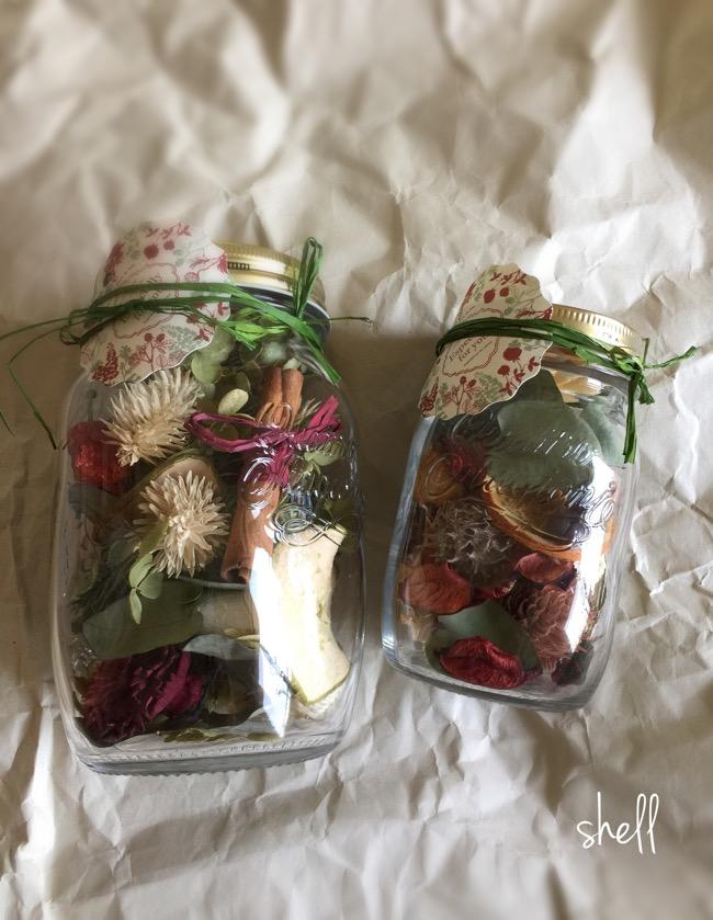 大小のボトルいっぱいに詰め込んだ植物達 良い〜香りです