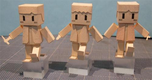 [玉玉屋]制作中ペーパークラフトの箱型人間