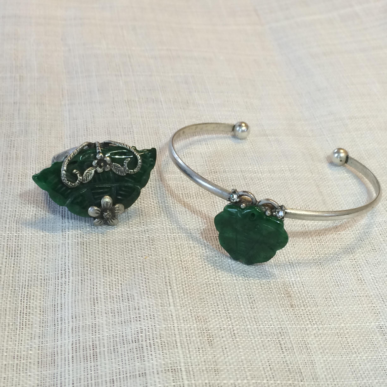 蝶モチーフのリングとブレスレット