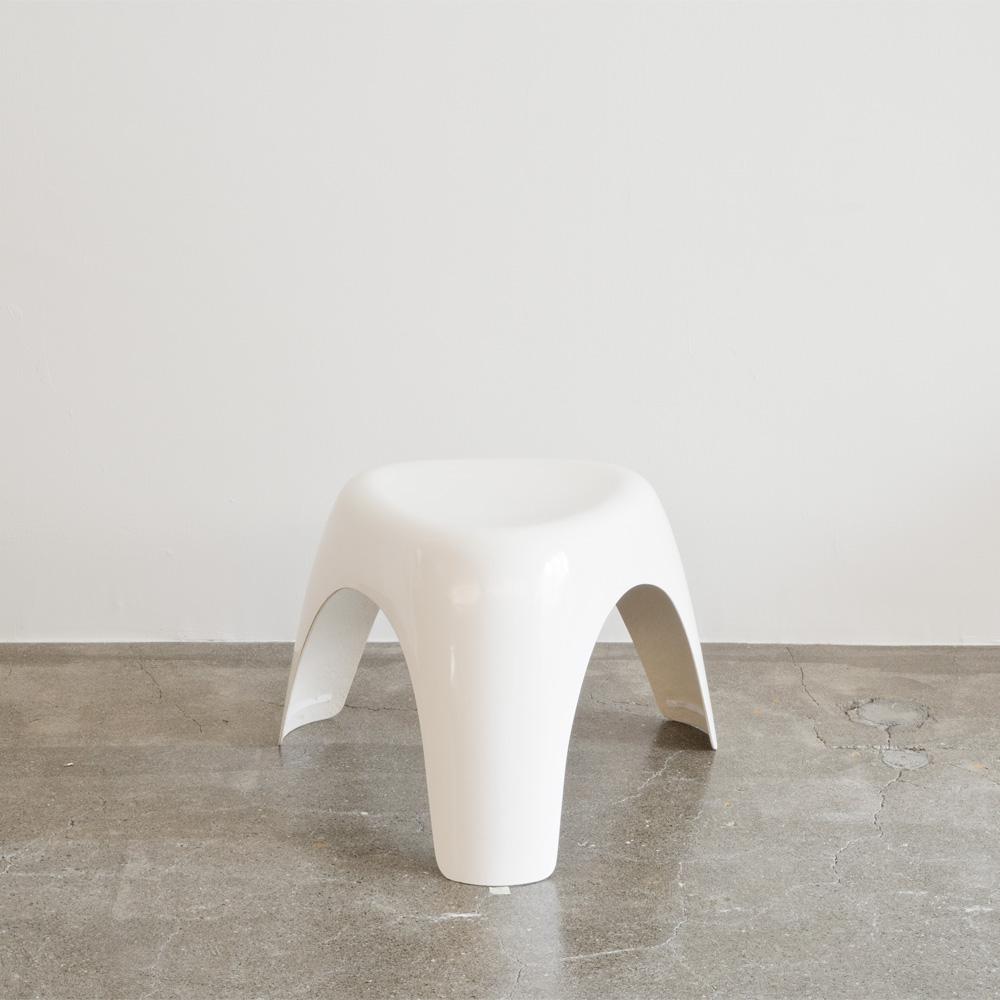 柳宗理デザイン Habitat ハビタ社 エレファントスツール ホワイトFRPモデルが入荷しました。