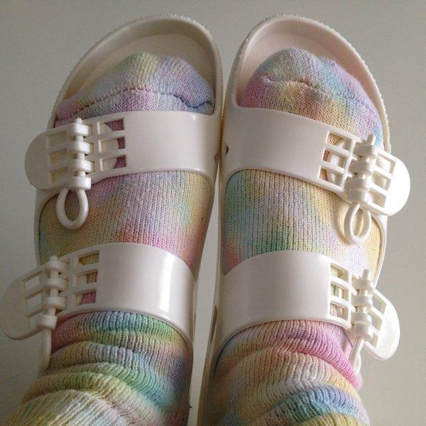 ベイシングサンダルで夏を楽しみ、靴下自慢をしよう!