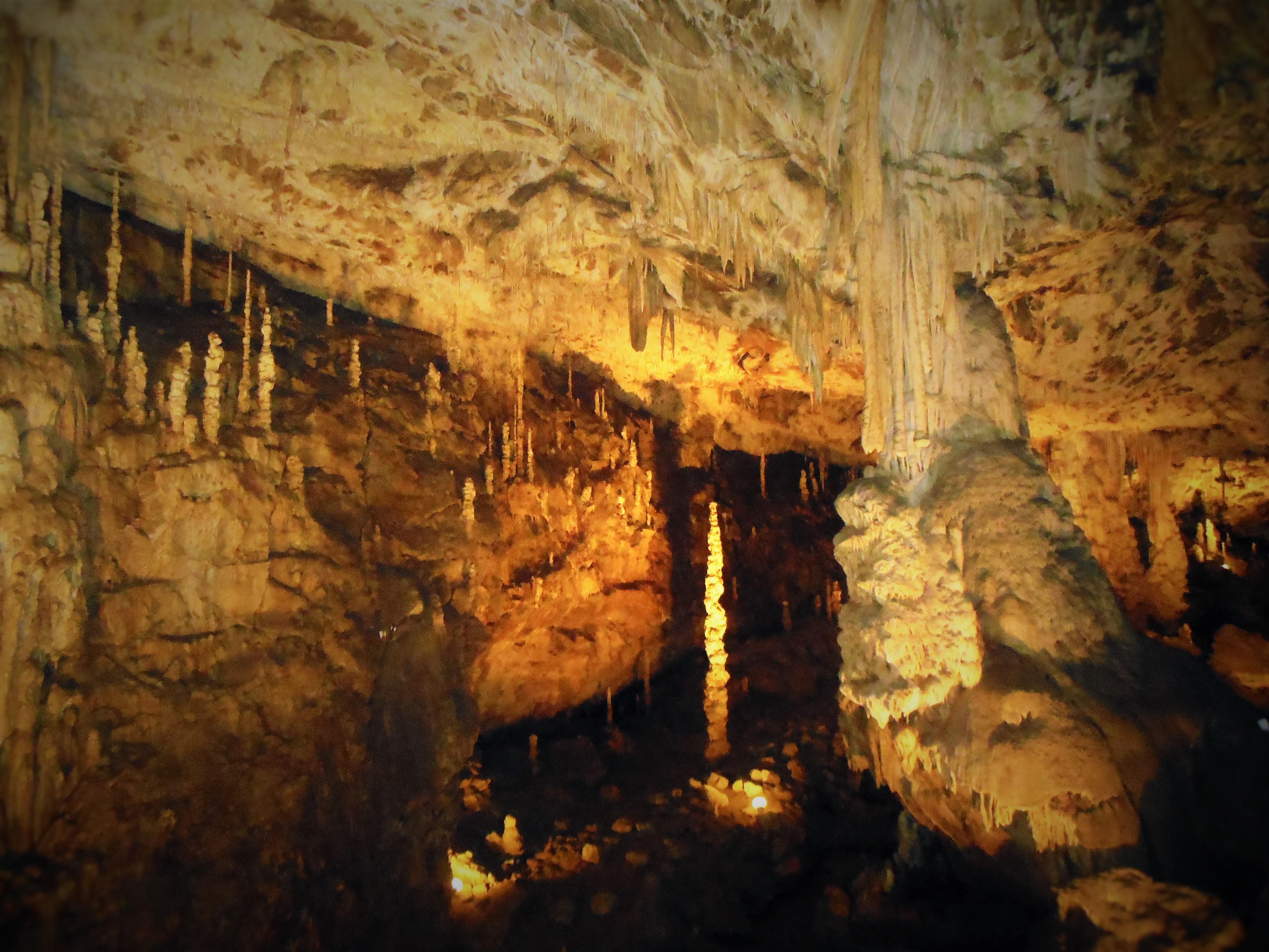 チェコ モラビアのカルスト プンクヴァ洞窟