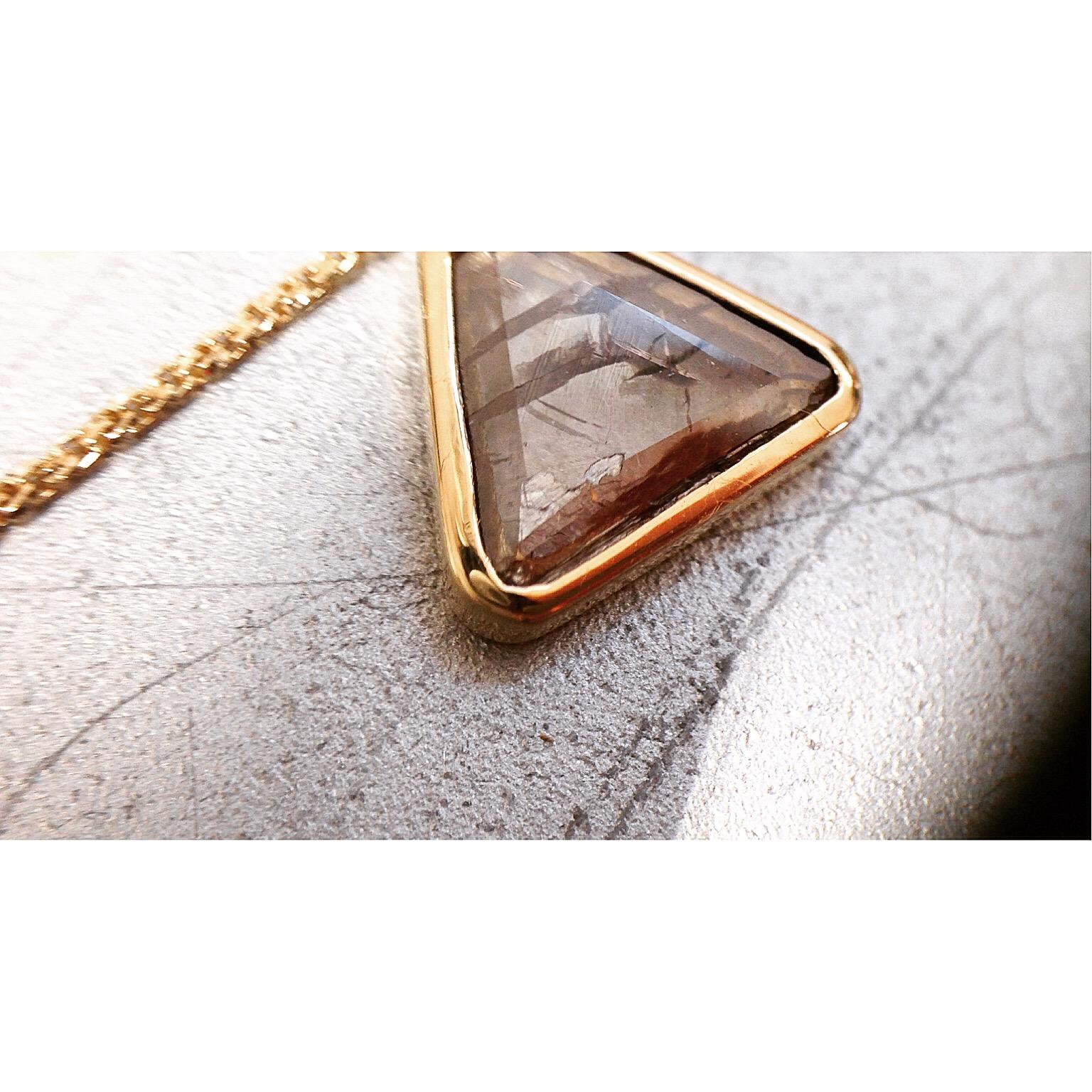 上品な輝き。スライスダイヤモンド。人気のロングチェーン